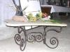 Tavolino con base in arenaria